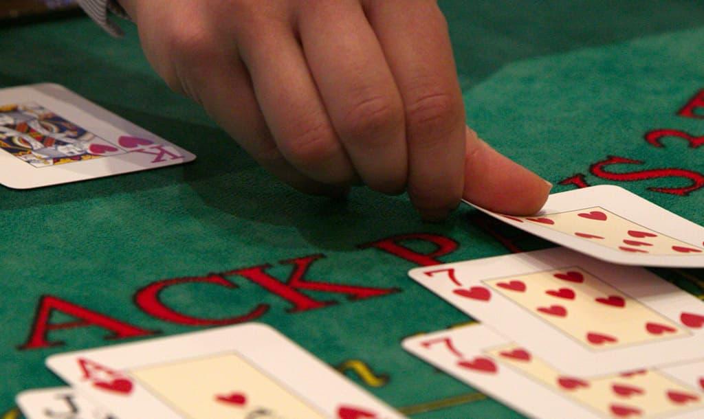 Blackjack Online Multiplayer: ประวัติของแบล็คแจ็ค: เกมไพ่คาสิโนที่ดีที่สุด